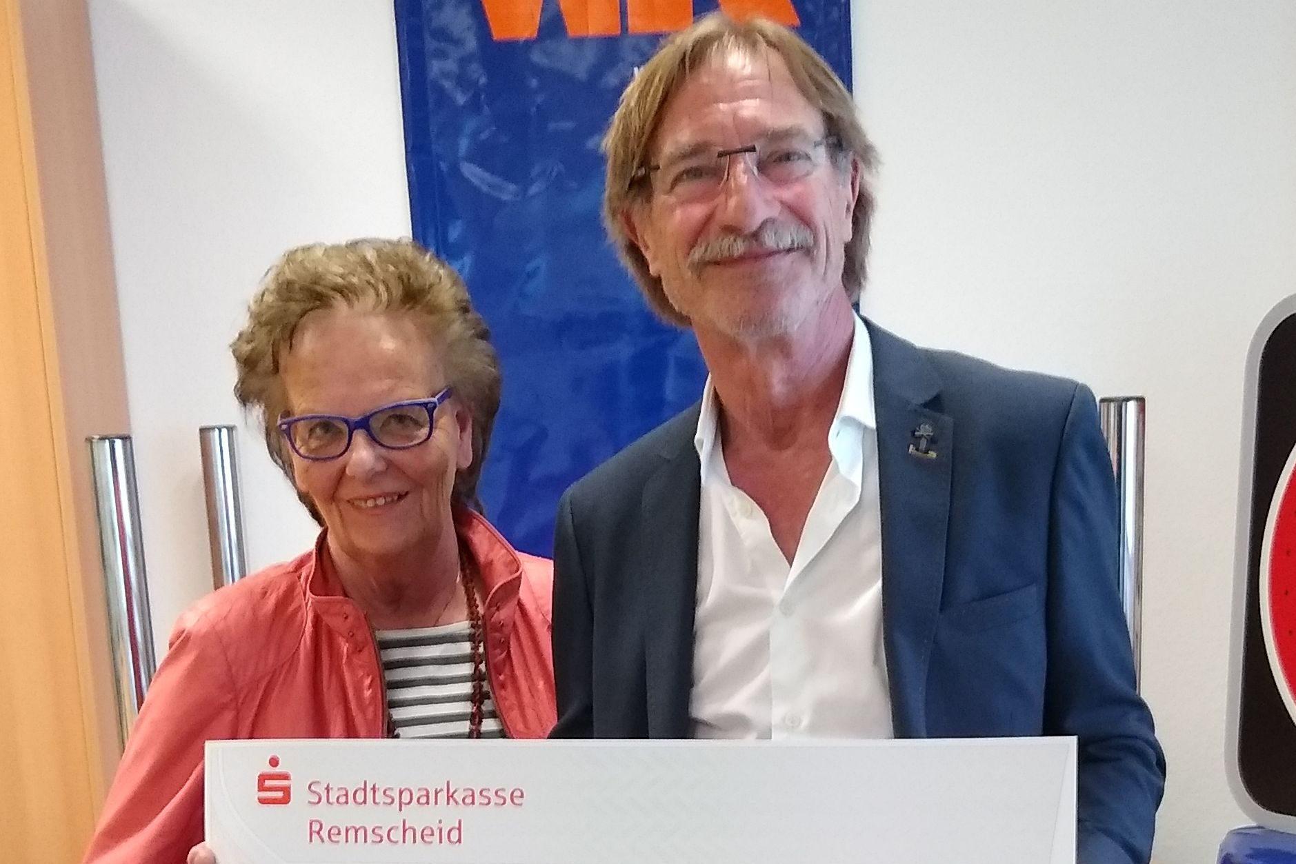 Spendenübergabe an PRAXIS OHNE GRENZEN e.V.